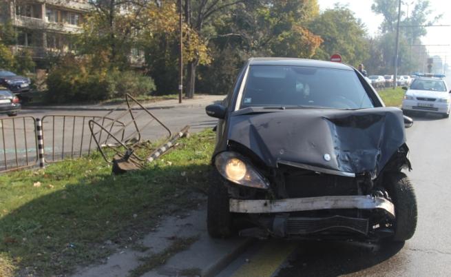 Автомобил катастрофира на бул.