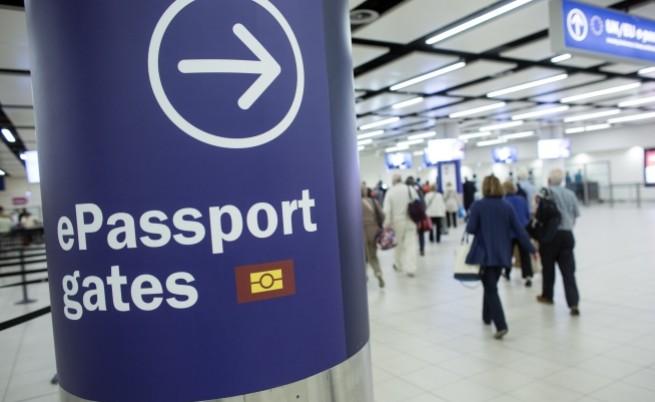 Въоръжен французин е арестуван на летище