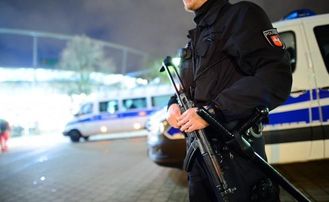 Двама убити, седем терористи бяха арестувани в Париж