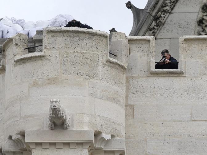 терористи арестувани Париж