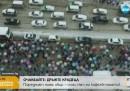 Обилен сняг предизвика хаос по пътищата в Китай (видео)