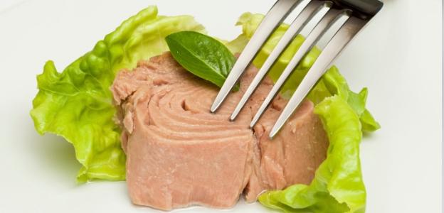 Риба тон<br /> Рибата тон и другите мазни риби като сьомга и скумрия са богати на омега-3 мастни киселини. Те са особено полезни за хора със суха, склонна към зачервяване и сърбежи кожа, характерна за състояния като псориазис. Рибите освен това са отличен източник на протеини, които са важни за производството на колаген.