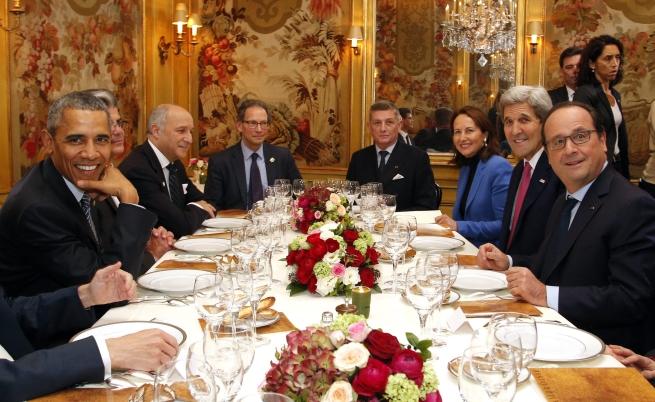 Оланд и Обама на елегантна вечеря в Париж
