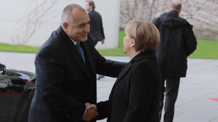 Целувки между политици (видео)