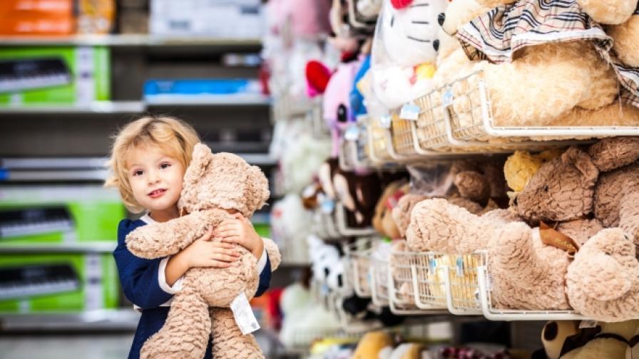 """""""Приказка без край"""" събира играчки за болни деца"""