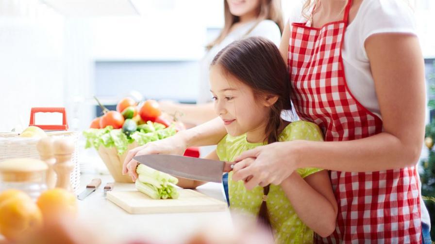 Деца готвят с майстор-готвачи (видео)
