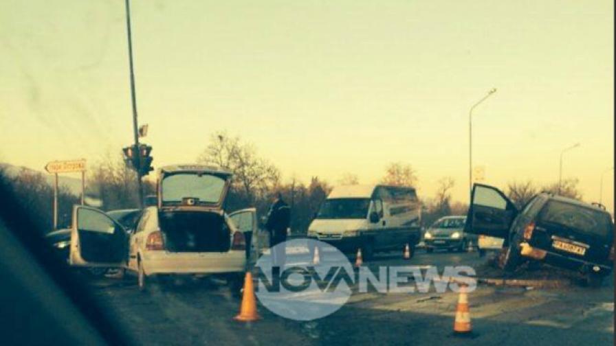 Патрулка и кола се сблъскаха в Пазарджик