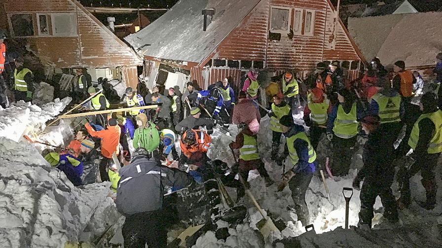 Лавина затрупа къщи в Норвегия