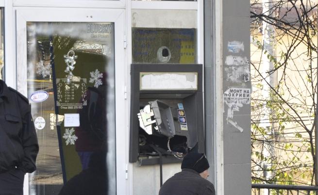 Крадци взривиха банкомат в Хасково (видео)