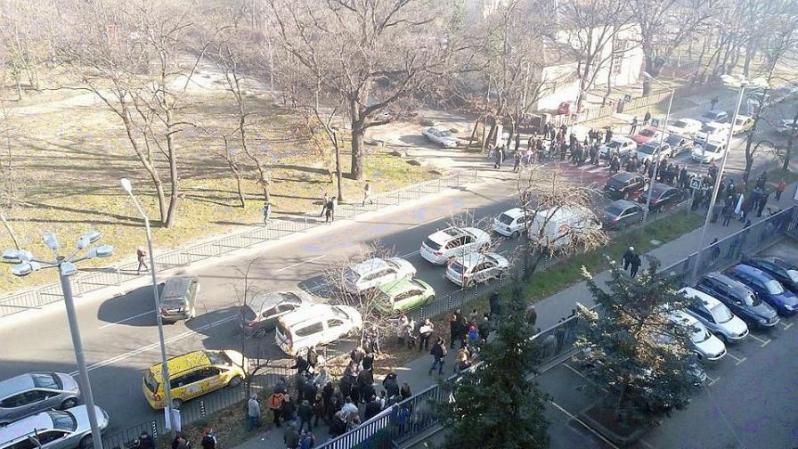 Протест пред БНР за Волгин, коментари от гилдията