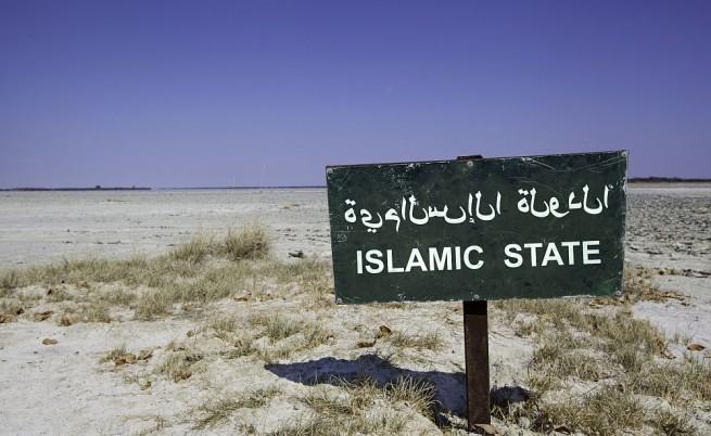 """""""Ислямска държава"""" заля с петрол цял град"""