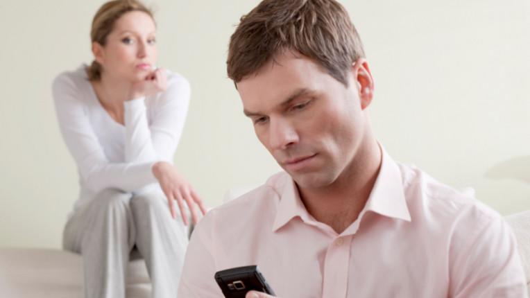 изневяра недоверие телефон