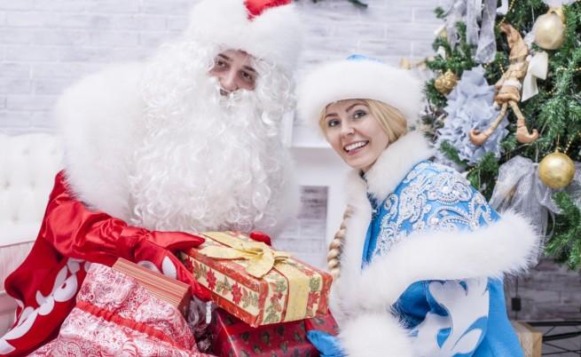 Дядо Мраз и внучката му Снежанка
