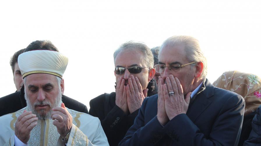 По време на молитвата на Тюркян чешма