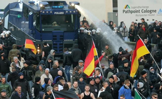 Протести в Кьолн срещу насилието и бежанците