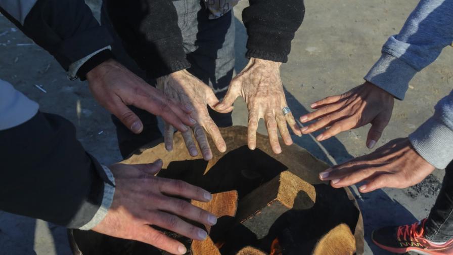 Мигранти твърдят, че са подложени на насилие от български полицаи