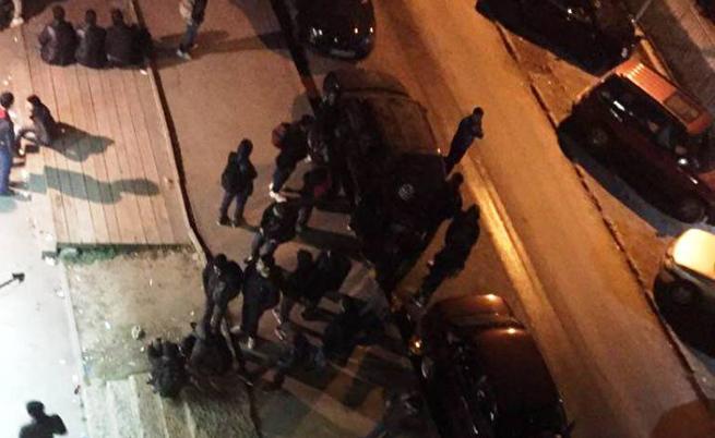 Хора от блока са снимали мигрантите