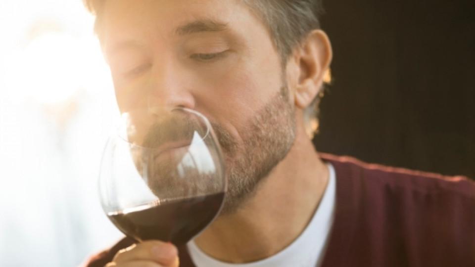Червено вино и плодове за страстни нощи