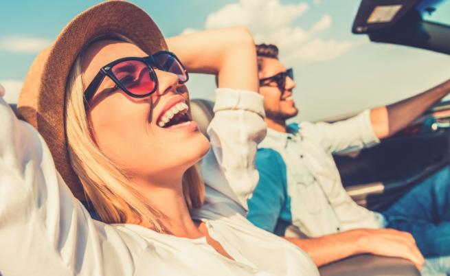 Когато се усмихваме, се отделят ендорфини<br /> Усмивката, дори и фалшивата, кара тялото да отделя ендорфини - хормони, допринасящи за доброто настроение и противодействащи на стреса.