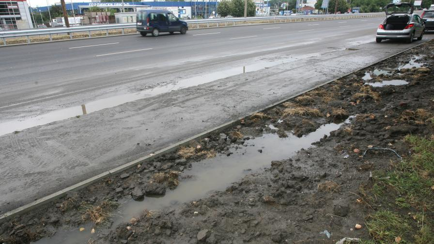 "Верижна катастрофа с 6 коли стана на ""Цариградско шосе"""