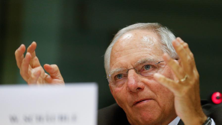 Шойбле иска допълнителен европейски акциз за бензина