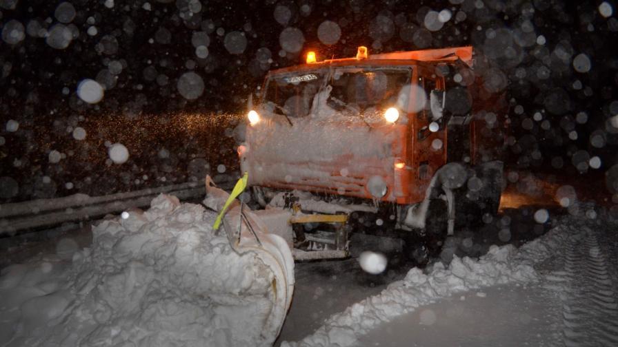 България в плен на снега