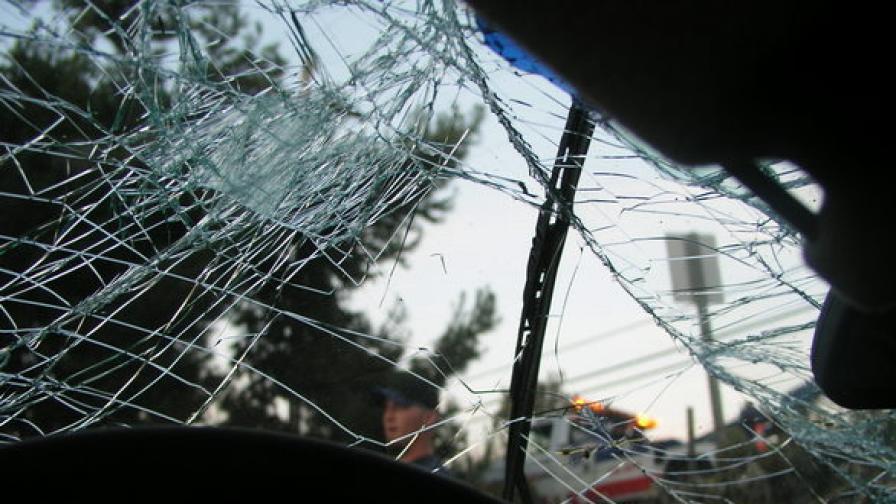 Тежка катастрофа на бус и две коли