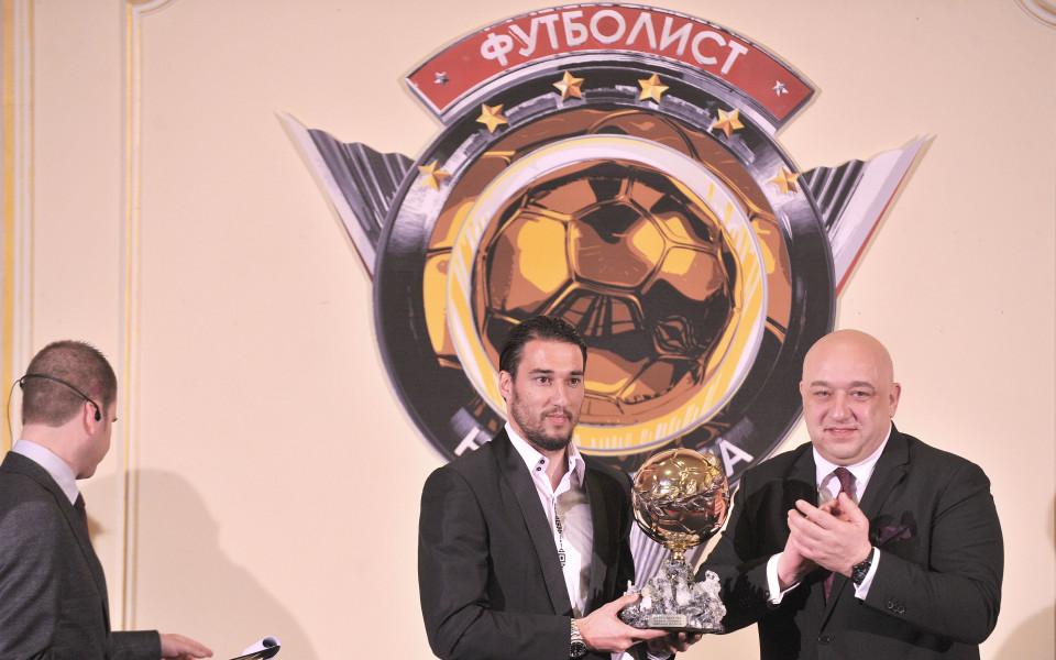 Ивелин Попов дарява футболни топки на школи на 14 февруари