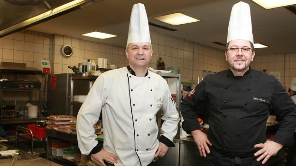 В работна обстановка: Chef Жоро Иванов (вляво) и Chef Борис Петров