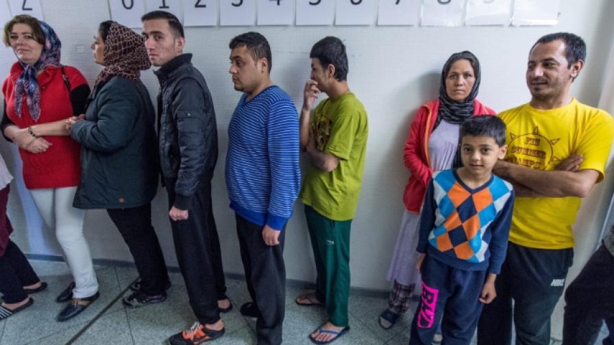 Германия: Искаме притокът на бежанци да бъде спрян