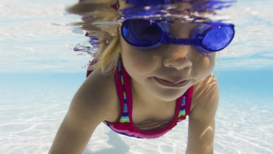 Как да помогнем на децата да преодолеят страха от водата