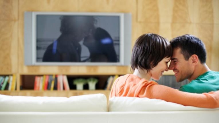 романтика телевизия диван двойка