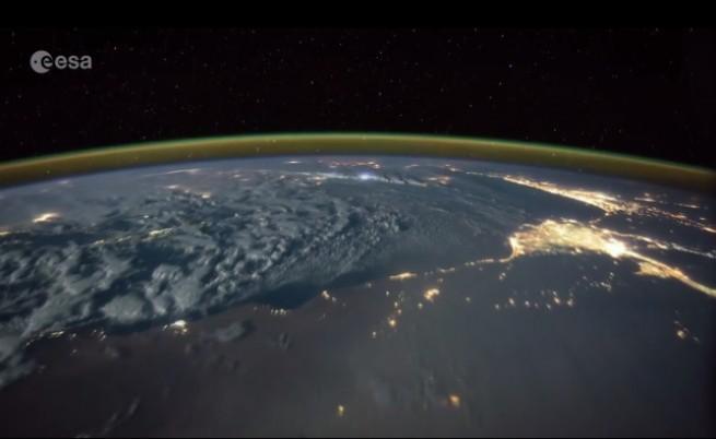 Драматична гръмотевична буря, снимана от Космоса