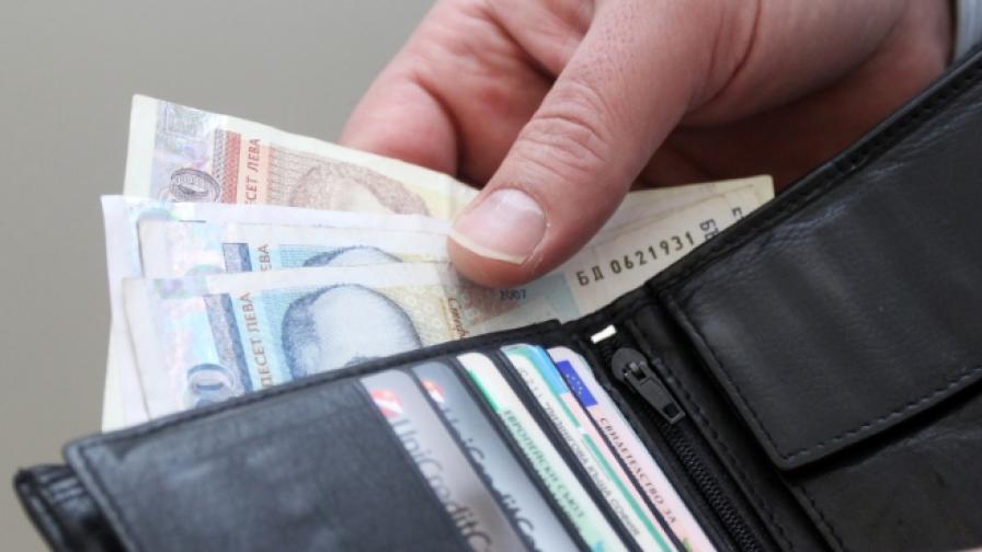 ВАС отмени увеличението на минималната заплата; Горанов иска да я вдига още