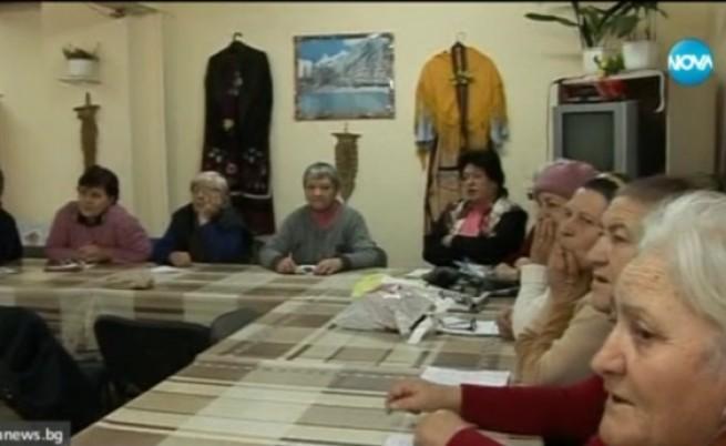 """Кмет учи баби как да се пазят от """"ало"""" измамници"""