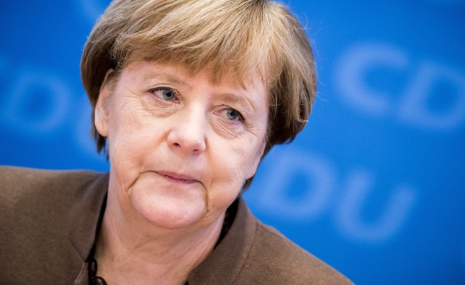 AFP: Враговете на Меркел надушват кръв