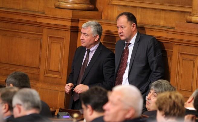 Лидерът на БСП Михаил Миков (вдясно) и депутатът Атанас Мерджанов