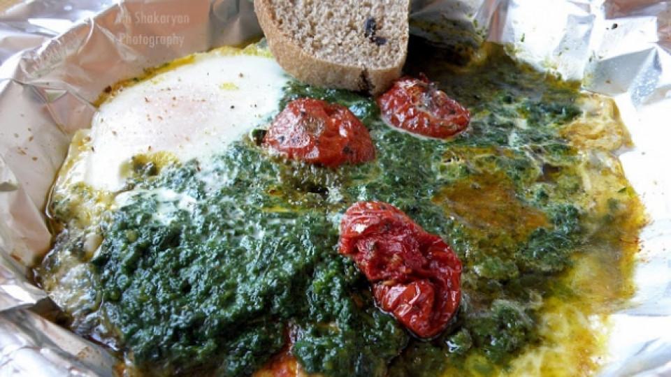 Запечени сиренца със спанак и яйце