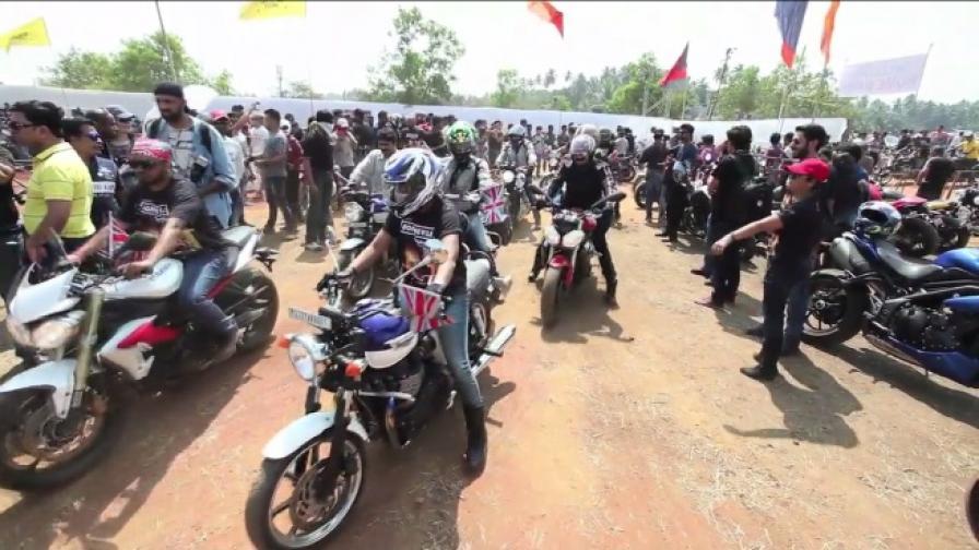 """15000 фена на """"Harley Davidson"""" на събор в Индия"""
