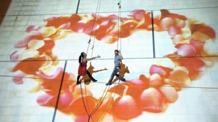 танцов спектакъл фасада сцена суинг мултимедия