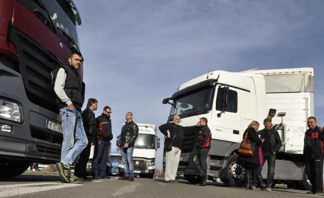 Границата с Гърция под блокада за Великден