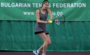 Шиникова на четвъртфинал в Манакор, отпадна на полуфиналите на двойки