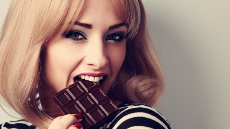 шоколад бонбони сладки