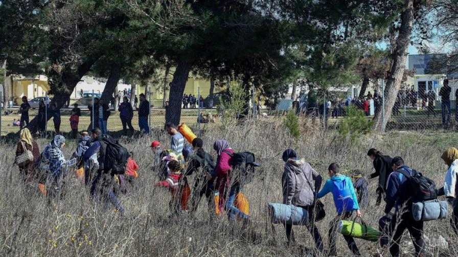 10 000 нелегални щурмували границата ни от януари