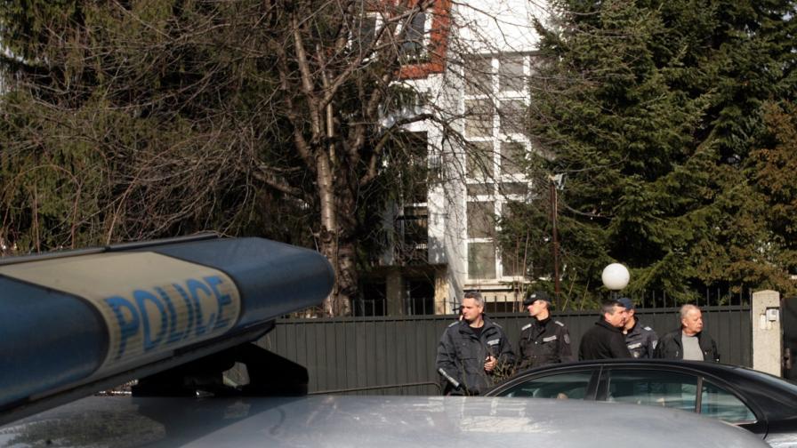 Полиция пред посолството на Палестина в София