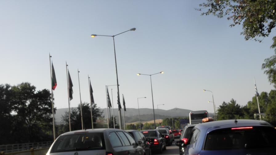 Огромни задръствания на всички входове на София