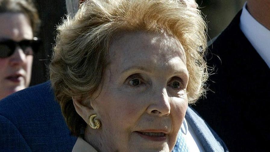 Почина Нанси Рейгън