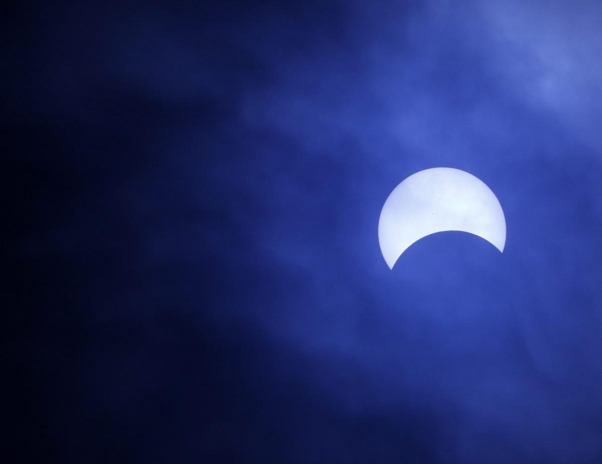 Частично слънчево затъмнение във Филипините