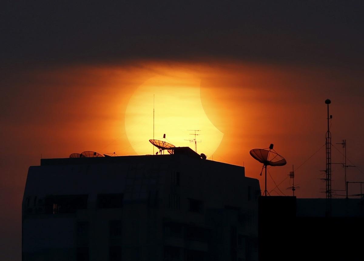 Частично слънчево затъмнение в Тайланд