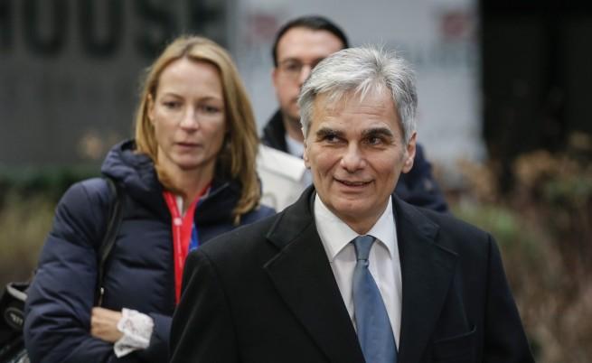 Австрийският канцлер иска България да затвори границите си